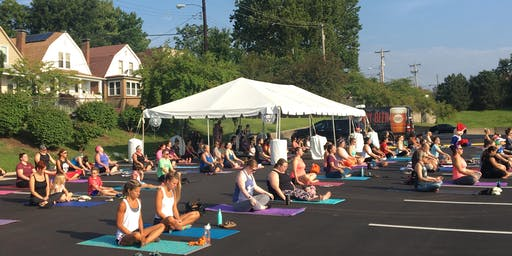 Free Morning Yoga at Schnucks Maplewood