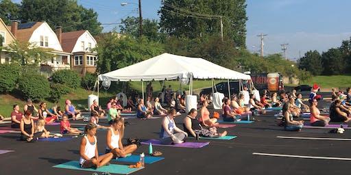 Free Morning Yoga at Schnucks Maplewood
