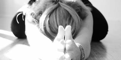 Mythic Sunday Yoga Masterclass im Dezember mit Diana Sans