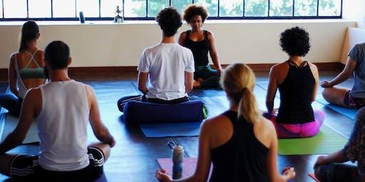 Retiro de Vinyasa Flow Yoga com Karime Neder na Serra do Cipó