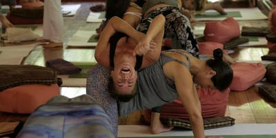 La Femme de la Mer Sunday Yoga & Trunk Show