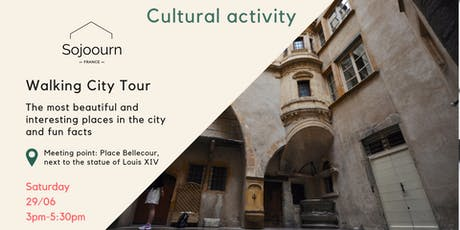 Walking city tour and fun facts billets