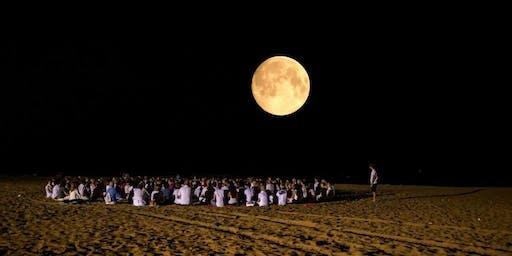 Meditazione in Riva al Mare al Chiaro di Luna