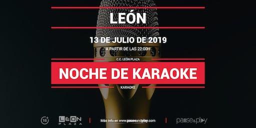 Noche de Karaoke en Pause&Play León Plaza
