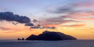 Trekking al tramonto a Punta Campanella
