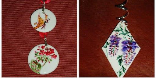 Peinture sur bijoux en porcelaine