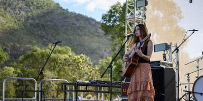 Tayla Young & Matilda Duncan at Neighbourhood Live House