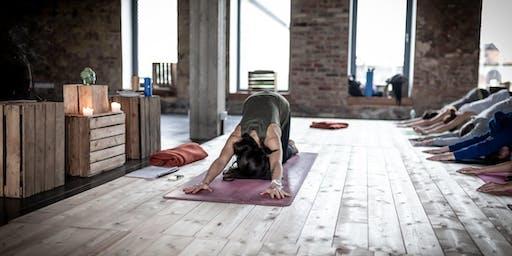 momHIVE co-yoga