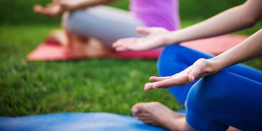 Outdoor Yoga in Puichéric / Yoga de l'été en plein air