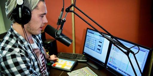 Schnupper-Workshop am Open Day: Der Tag eines Radiomoderators