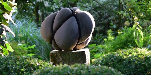 """Kunstführung im Garten Pristin - Skulpturenausstellung """"Raum und Zwang"""""""
