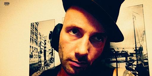 FRAU HEDIS  monströse 20er JAHRE-SILVESTERPARTY AUF DER ELBE mit DJ JAKOB THE BUTCHER