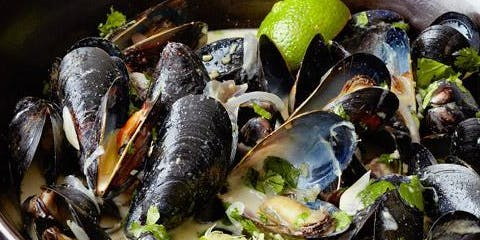 UBS Cooking School: Green Curry Mussels