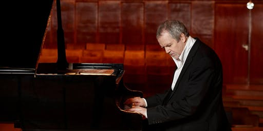 Swedish Pianist Niklas Sivelov