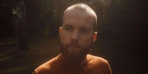 Zu Gast im Premier Inn: Der Hamburger Singer-Songwriter Lukas Dröse