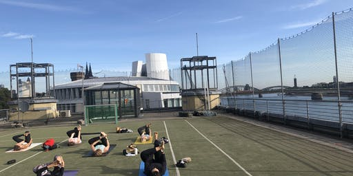 Fly over Cologne - Yoga auf dem Dach des Sport-und Olympiamuseums