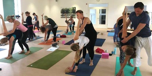 Workshop für Yogalehrer: Hands-on Assists mit Jack Waldas