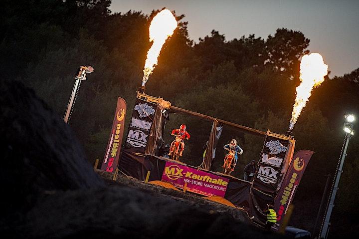 100 the Challenge -  Motocross unter Flutlicht: Bild