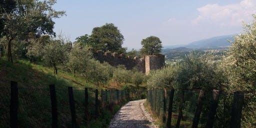 Asolo e la sua Rocca al Tramonto tra Boschi e Sorgenti