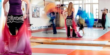 Cours de danse orientale réservée aux femmes (niveau moyen) billets