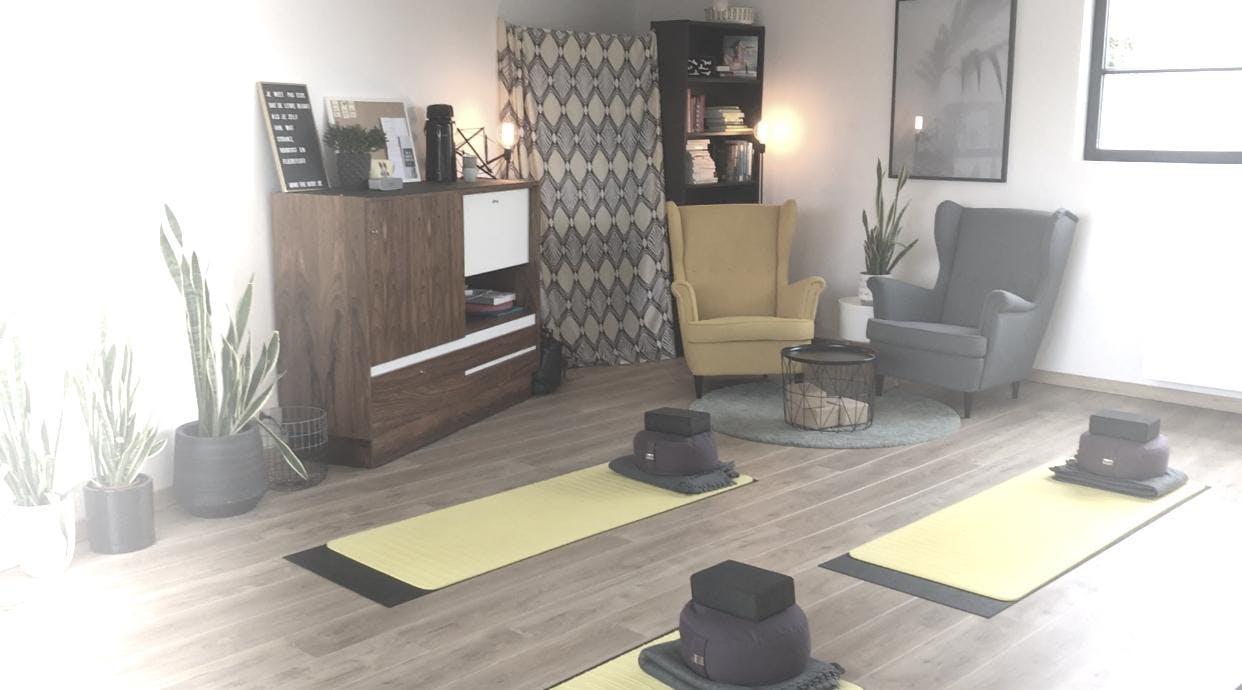 Ontspannende Yang Yoga met Ellen Maes / Lyuba Byessonova
