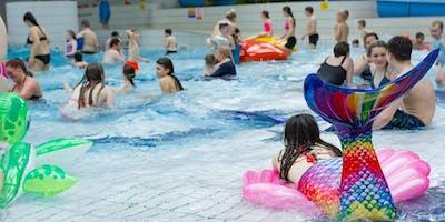 Family Ibiza Style pool party