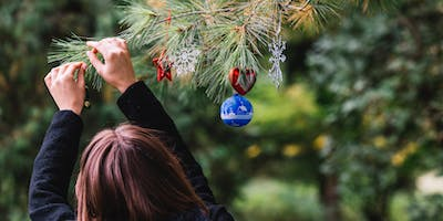 Christmas Tree Decorating Mini Photo Shoot with Summers Photography Bracknell Berkshire