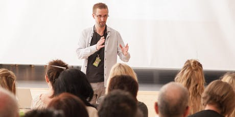 Ledarskap, lärarskap, föräldraskap och galenskap - en skaplig föreläsning! tickets