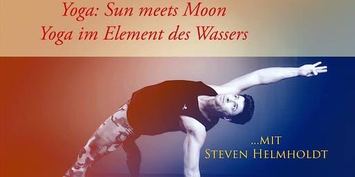 Yoga: Sun meets Moon: Yoga im Element des Wassers mit Steven Helmholdt