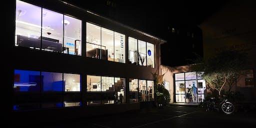 Hausfest bei Sigllicht mit Lichtkunst von Fabian Gatermann
