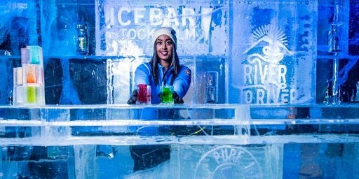 Isskulptering och drink i Icebar