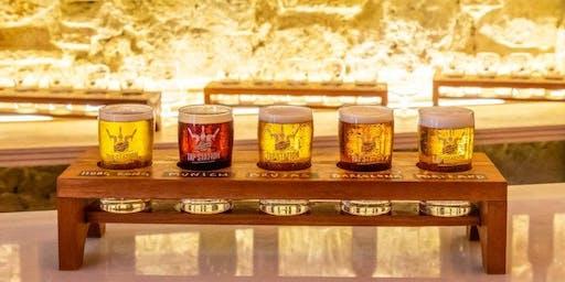 Cata de cervezas artesanas con abundantes tapas y catador profesional