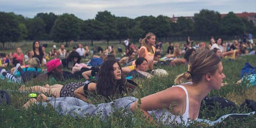 Outdoor Yoga in Mauerpark