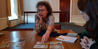 Simple method for learning the tarot with Sally