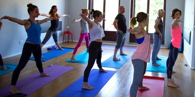Un ingresso gratuito per una lezione di Ashtanga yoga