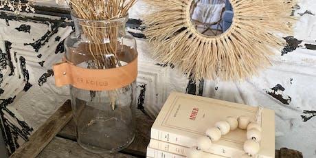 Atelier vases et photophores en verre et cuir billets