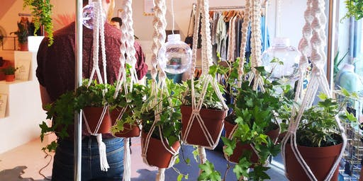 Macrame plant hanger workshop with free plant!
