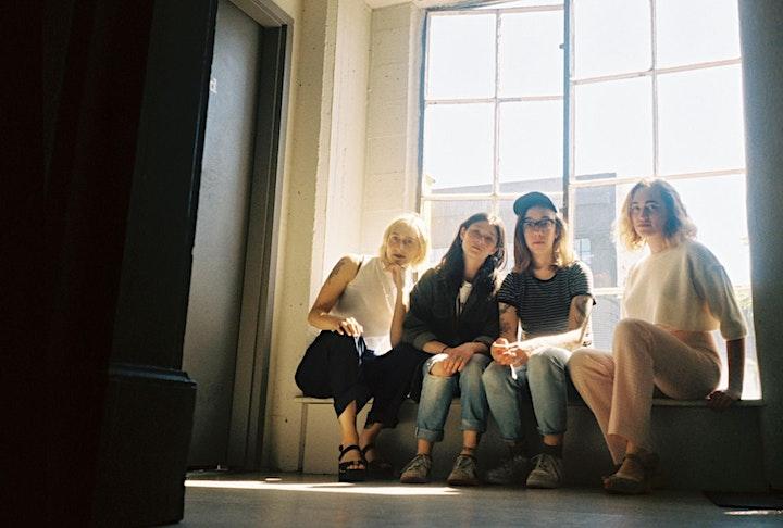 Vivian Girls image