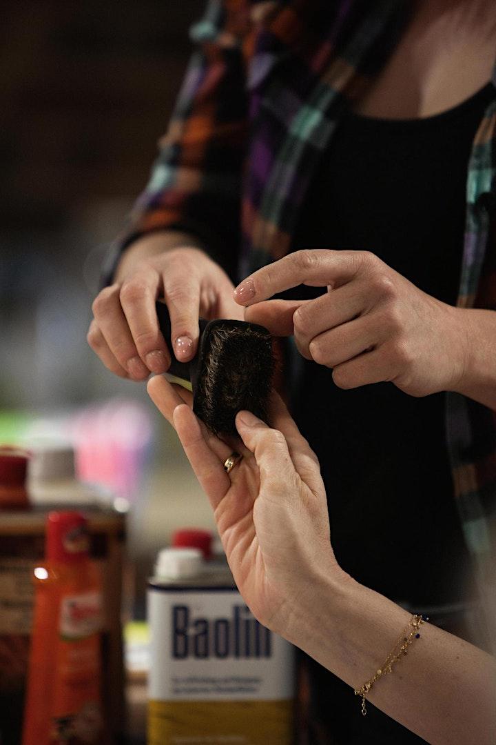 FFM: Möbelaufarbeitung – Modul 1: Oberflächen schleifen, beizen, ölen etc.: Bild