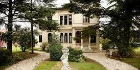 Temperley y Villa Grampa con té y cantantes líricos