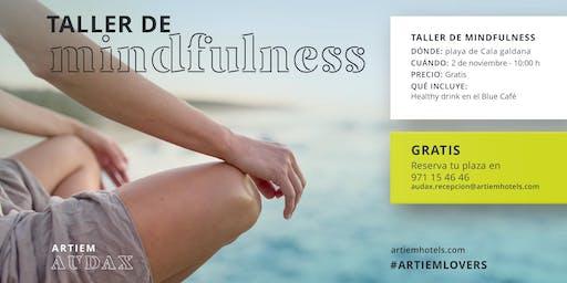 Taller de Mindfulness en la playa de Cala Galdana