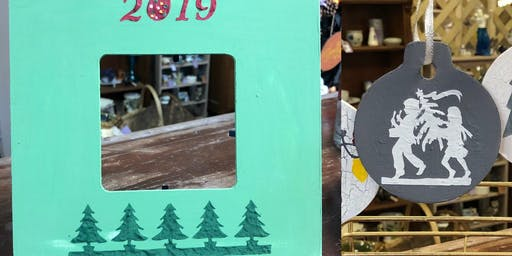 Get Framed! Creating a Holiday Frame Using Country Chic Paint