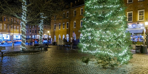 Hunt's Photo Walk: Holiday Lights in Newburyport at Night
