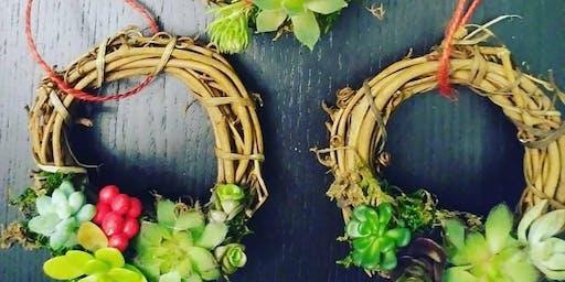 Holiday mini wreath ornaments!