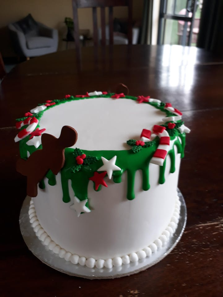Christmas Cake Decorations.Cake Decorating Christmas Choc Drip Cake