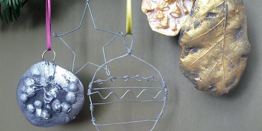 Festive Make and Decorate / Gwneud ac addurno Nadoligaidd
