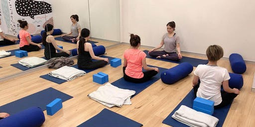 Pre & postnatal yoga class
