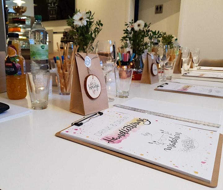 Drink & Draw: Handlettering-Workshop mit Weinverkostung: Bild