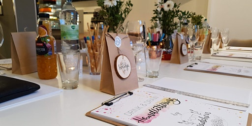 Drink & Draw: Handlettering-Workshop mit Weinverkostung