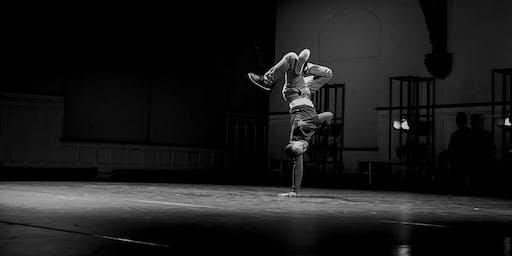 Vergangenheit als Zukunft - urbane Tänzer*innen und junge Cellistinnen als